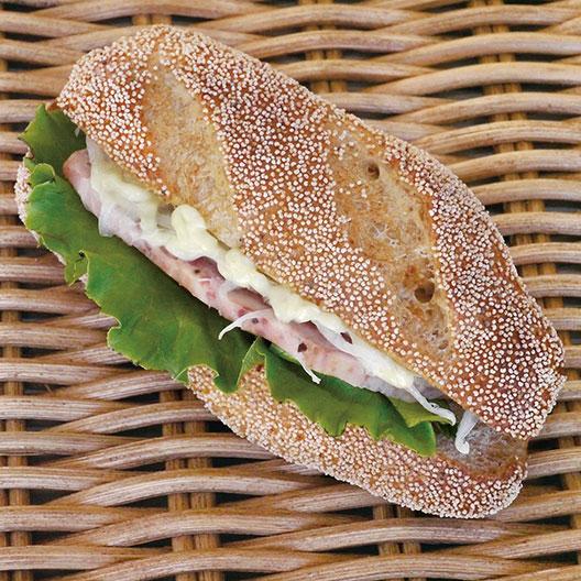 HPポークローフのライ麦サンド